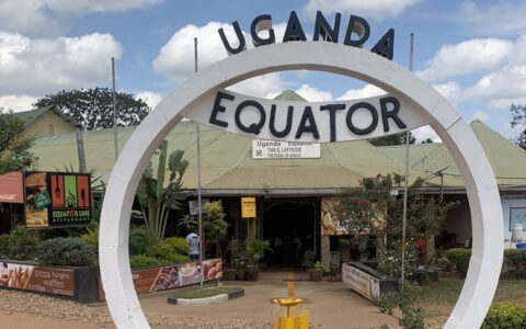 1 Day Uganda Equator landmark safari, Uganda equator is the landmark that divides the earth's surface or ground into the Northern and Southern Hemispheres. The most famous Uganda equator vacation spot is at Kayabwe in Mpigi District